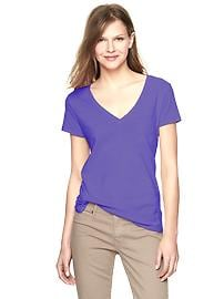 Essential V-neck pocket T