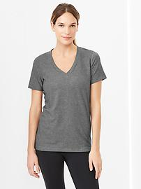 GapFit Breathe V-neck T