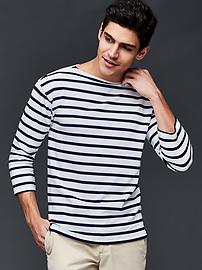 Three-quarter sleeve stripe t-shirt