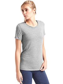 GapFit Breathe tee
