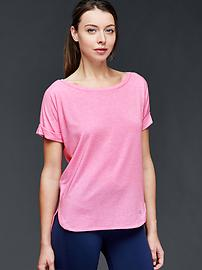 GapFit Breathe roll sleeve tee