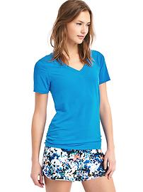 GapFit Breathe V-neck tee