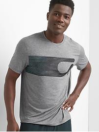 GapFit Breathe graphic crewneck t-shirt