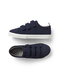 Perforated classic trainers
